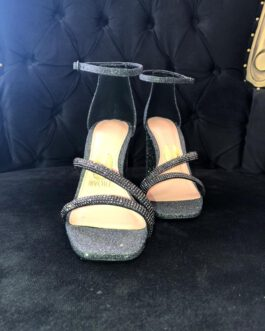 Sandália chumbo bico quadrado.