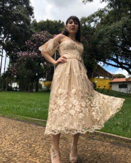 Vestido de festa midi, inteiro de renda com manga bufante, para convidadas de formatura, casamentos e batizado.