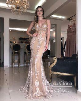 Vestido de festa longo, todo em renda, para mãe de noiva (O) e formandas.
