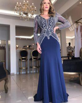 Vestido de festa longo, corpo todo bordado e saia em alfaiataria, para formandas e mãe de noiva (o).