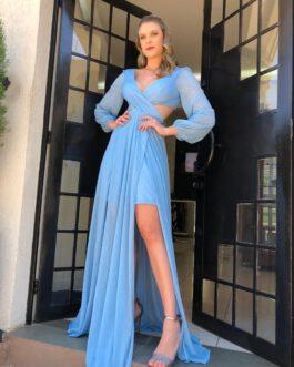 Vestido de festa longo, recorte na cintura, forro curto e fenda, para madrinhas e convidadas.