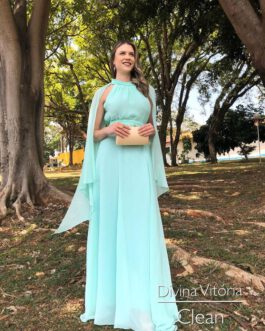 Vestido de festa longo, com capa e de saia fluida, para madrinhas, mãe de noiva(o) e convidadas.