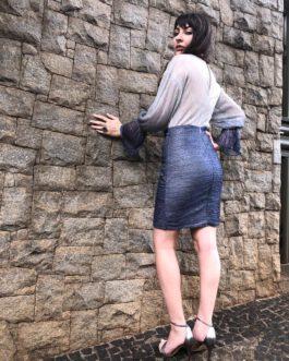 Vestido de festa curto manga longa com fios de brilho