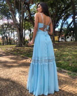 Vestido de festa longo, com trançado nas costas e detalhe de renda na saia, para madrinhas e convidadas.