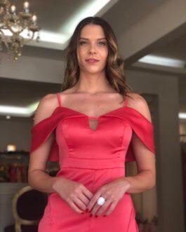 Vestido de festa midi em alfaiataria de cetim na modelagem sereia ombro a ombro