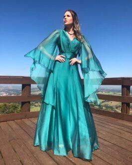 Vestido de festa longo, saia fluida com capas em organza, para madrinhas, formandas, mãe de noivo (a) e convidadas.
